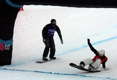 Pierre Vaultier (FRA, red bib) beats Seth Wescott (USA, blue bib) in a foto finish
