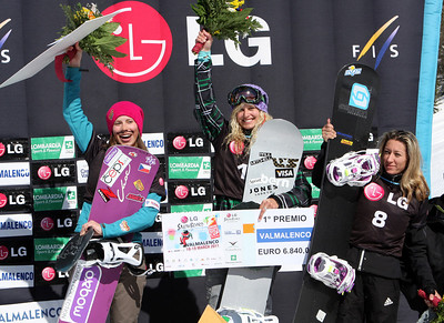 Podium Women, Snowboard Cross, Valmalenco, Italy, from left to right: 2nd Eva Samkova (CZE), 1st Lindsey Jacobellis (USA), 3rd Deborah Anthonioz (FRA) Image may be used for editorial use only. Photo © Oliver Kraus/ FIS