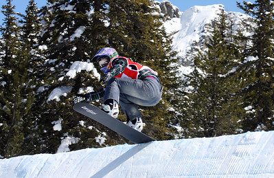 Lindsey Jacobellis (USA) competes in her quarter final at the Snowboard Cross race in Valmalenco, Italy Image may be used for editorial use only. Photo © Oliver Kraus/ FIS