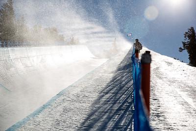 Halfpipe snowboarding qualifiers practice 2015 Sprint U.S. Snowboarding Grand Prix - Mammoth, CA Photo: USSA