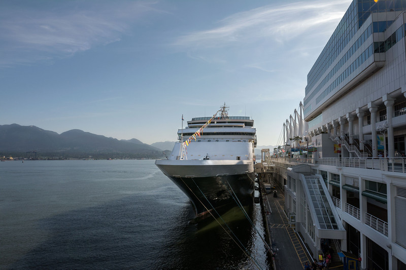 Statendam-at-dock,-Vancouver-web