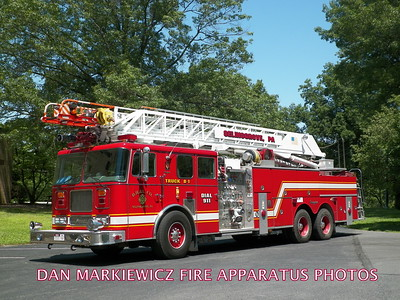 DAUNTLESS HOOK & LADDER CO. TRUCK 8-1 1997 SEAGRAVE AERIAL LADDER QUINT