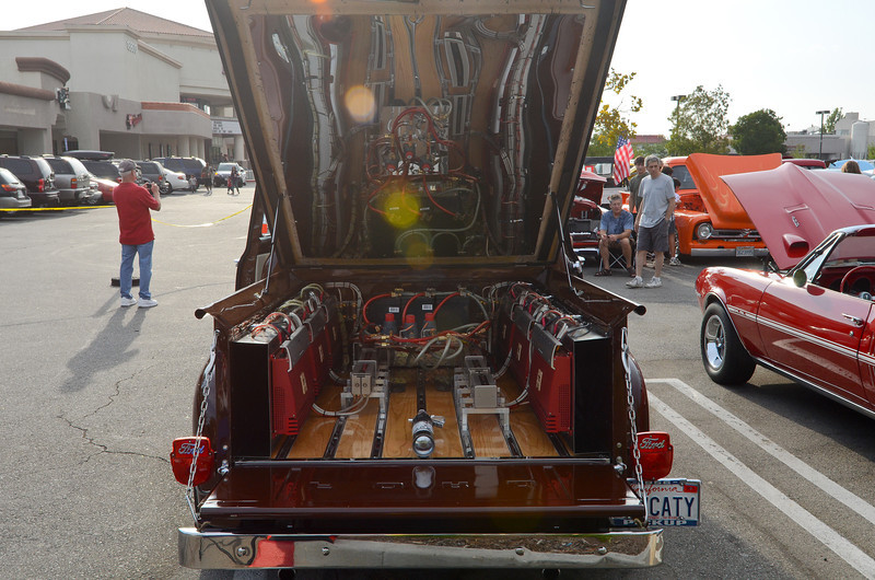 Rt. 66 Car Show Santa Clarita, CA  9/10/11...   Could you turn the volume up a little more???