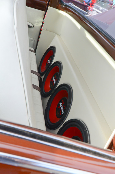 Rt. 66 Car Show Santa Clarita, CA  9/10/11...   Could you turn the volume up a little more???  ... These are right behing the front seat.....