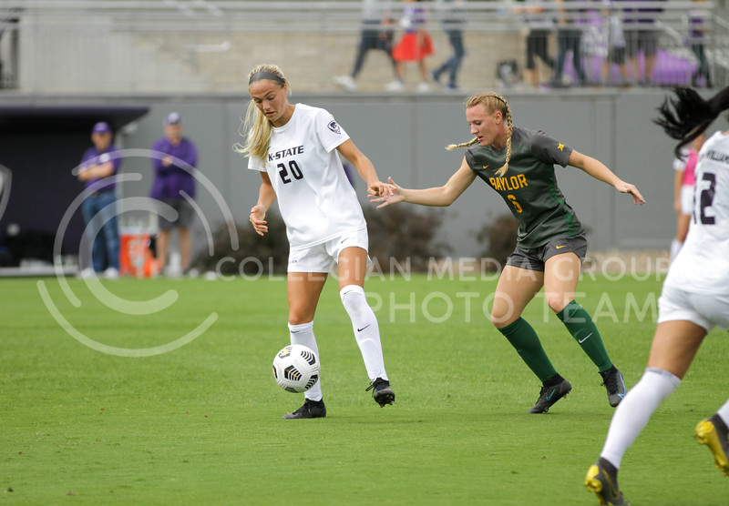 Junior Marisa Weichel gets a hold of the ball during the October 10, 2021 game against Baylor. (Sophie Osborn | Collegian Media Group)