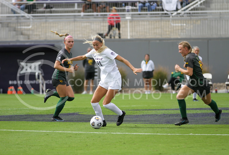 Junior Marisa Weichel moves the ball down the field during the October 10, 2021 game against Baylor. (Sophie Osborn | Collegian Media Group)