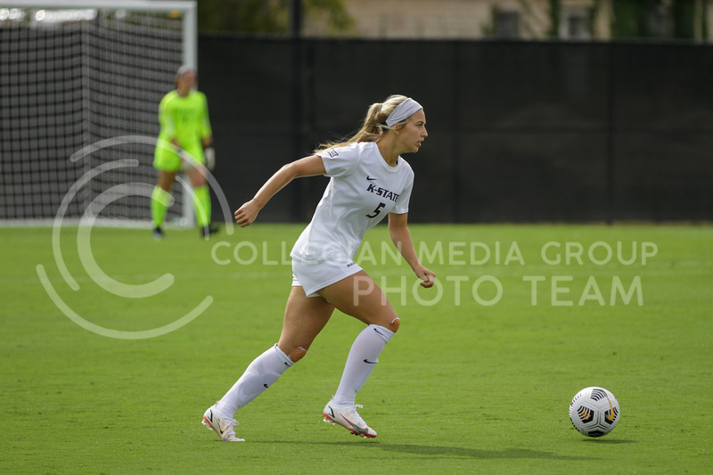 Sophomore Caylee Thornhill moves the ball upfield during the October 10, 2021 game against Baylor. (Sophie Osborn | Collegian Media Group)