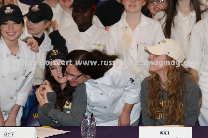 BVT_SOCCER_2017_08 DII LOI Signing Viv and Caroline 043