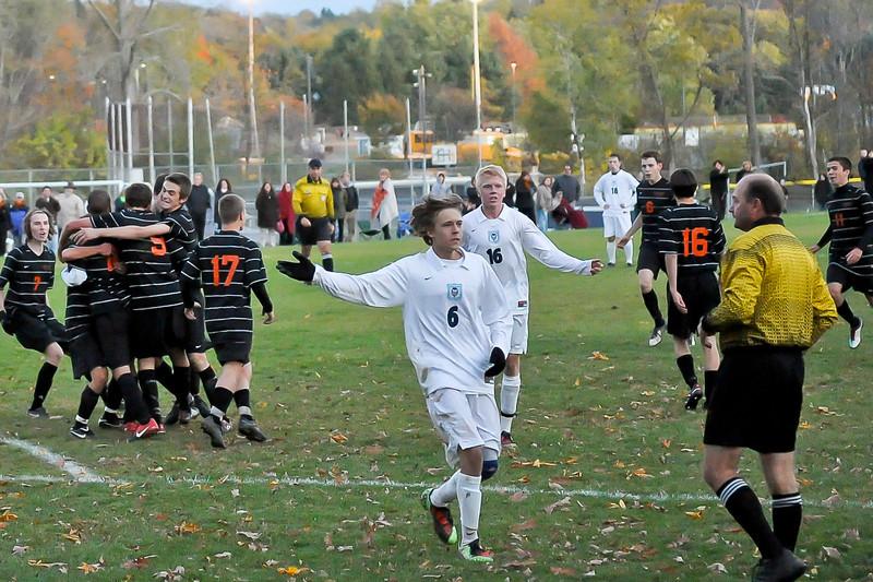 bchs boys var soc Winning Goal v Columbia 2010-10-21-38