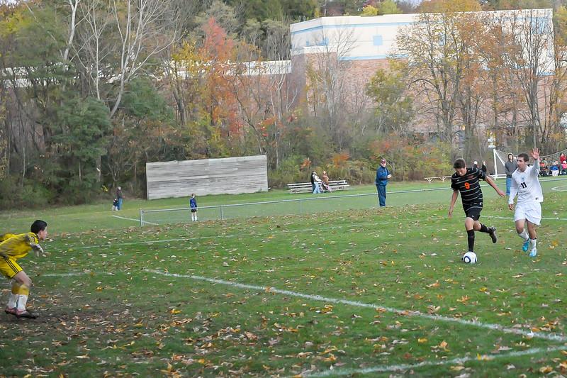 bchs boys var soc Winning Goal v Columbia 2010-10-21-12