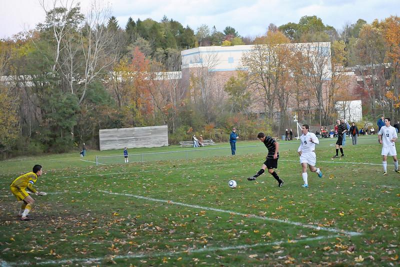 bchs boys var soc Winning Goal v Columbia 2010-10-21-13