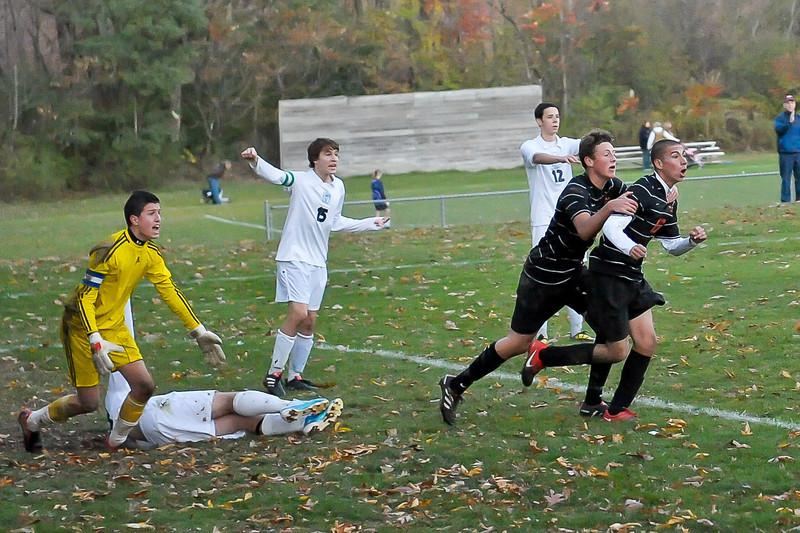 bchs boys var soc Winning Goal v Columbia 2010-10-21-32