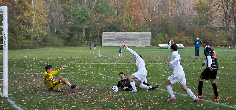 bchs boys var soc Winning Goal v Columbia 2010-10-21-22