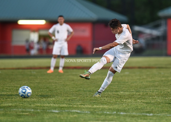 AW Boys Soccer Loudoun County vs Heritage (38 of 108)