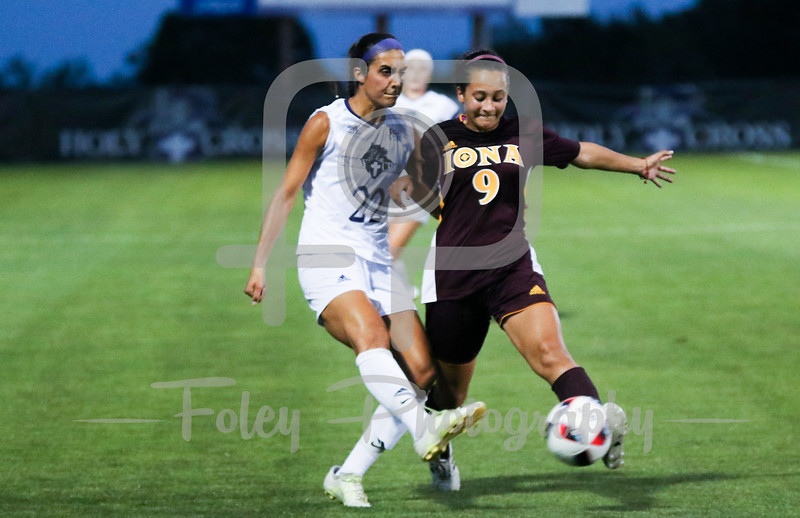 Iona Gaels forward Marisa Bentley (9) Holy Cross Crusaders forward Christina Napolitano (22)