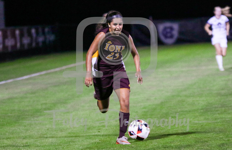 Iona Gaels midfielder Mariah Elsenheimer (15)
