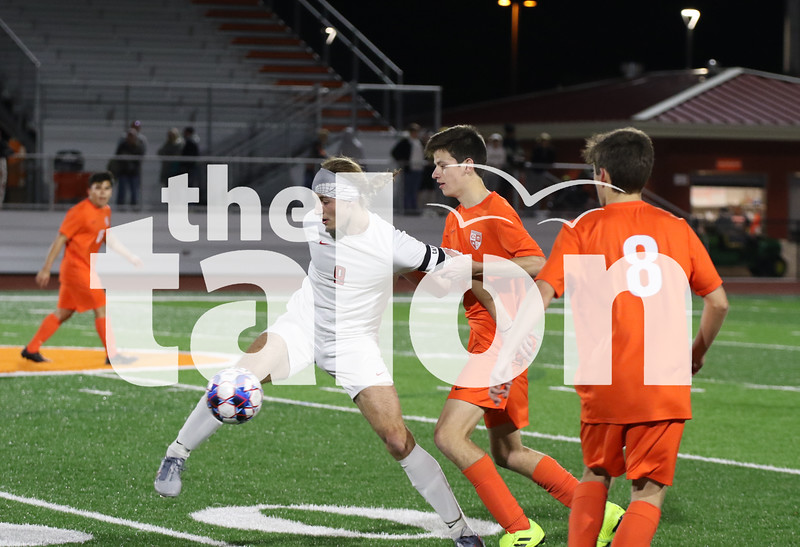 Eagles play a game against Celina on 1-24-20. (Delaney Lechowit / The Talon News)