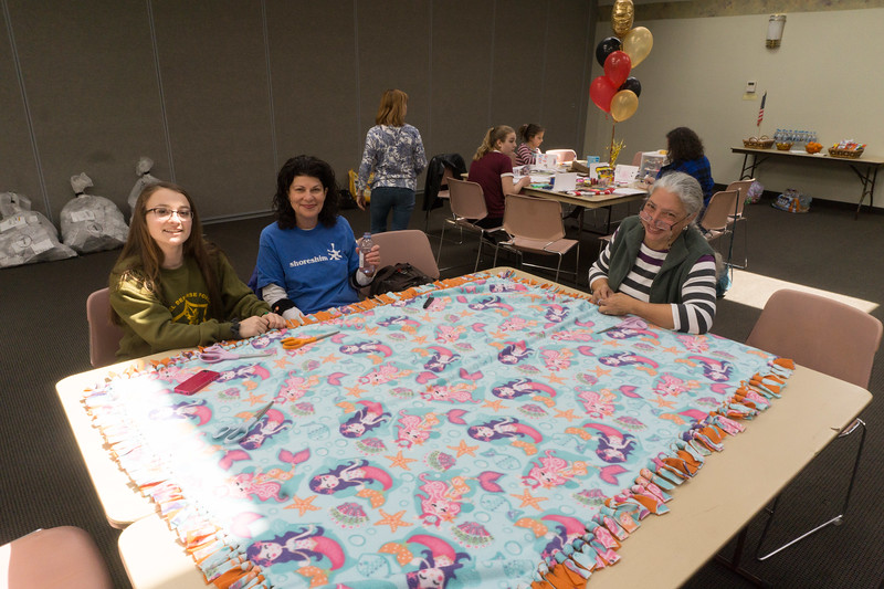 2017-04-02 GDD Making kids blankets for the shelter-02106