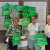 2017-04-02 GDD Shoreshim handing out Cool Green Bags-02102