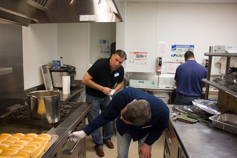 2015-12-24-Dinner for Homeless at Epiphany Episcopal-3214