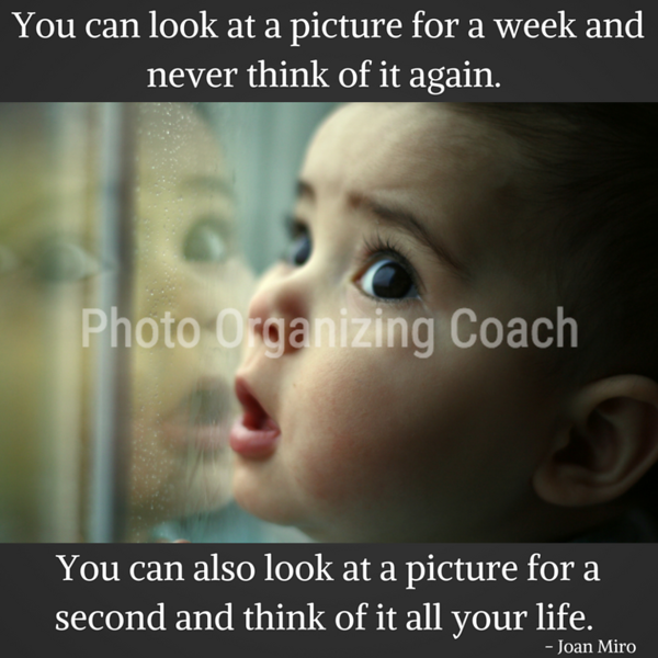 Look at a picture Social Graphic Square