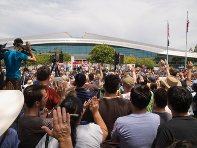 Crowd pledges to work for Marriage Equality