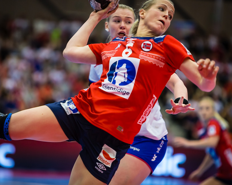 """Heidi Løke, best player of the match between Norway (@handballandslagene) and Argentina this evening. Here i action against Russia in the Møbelringen Cup last weekend.<br /> Photos for Norsk Topphåndball (@topphandball) <br /> More photos on my website here <a href=""""http://bit.ly/mcup2017"""">http://bit.ly/mcup2017</a>"""