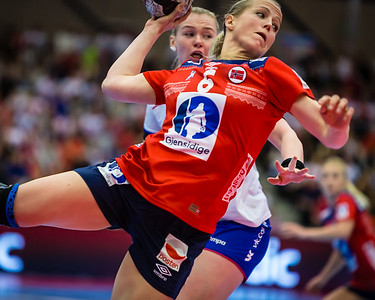 Heidi Løke, best player of the match between Norway (@handballandslagene) and Argentina this evening. Here i action against Russia in the Møbelringen Cup last weekend. Photos for Norsk Topphåndball (@topphandball)  More photos on my website here http://bit.ly/mcup2017