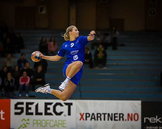 "Shot of the match between Tertnes (@tertneshandballelite) and Molde (@handballjentan) this evening. A great ""flying goal"" from Madeleine Hilby (@madeleinehilby) as Tertnes won 32-27."