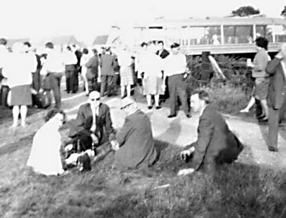 <font size=3><u> - Outing Southsea - 1969 </u></font> (BS0154)