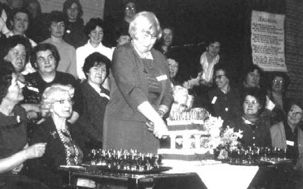 <center><font size=3><u> - Cake Cutting -  </u></font> (BS0010)  Doris Chamberlain cutting cake. </center>
