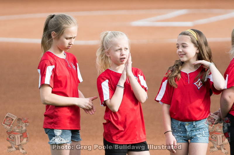 Youth soutfall players during pregame