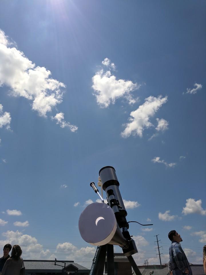 IMAGE: https://photos.smugmug.com/Solar-Eclipse-2017/i-Ghpg6f3/0/14a080c3/X2/IMG_20170821_131153-X2.jpg