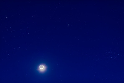 Waxing Moon, Mars and the Taurus Clusters