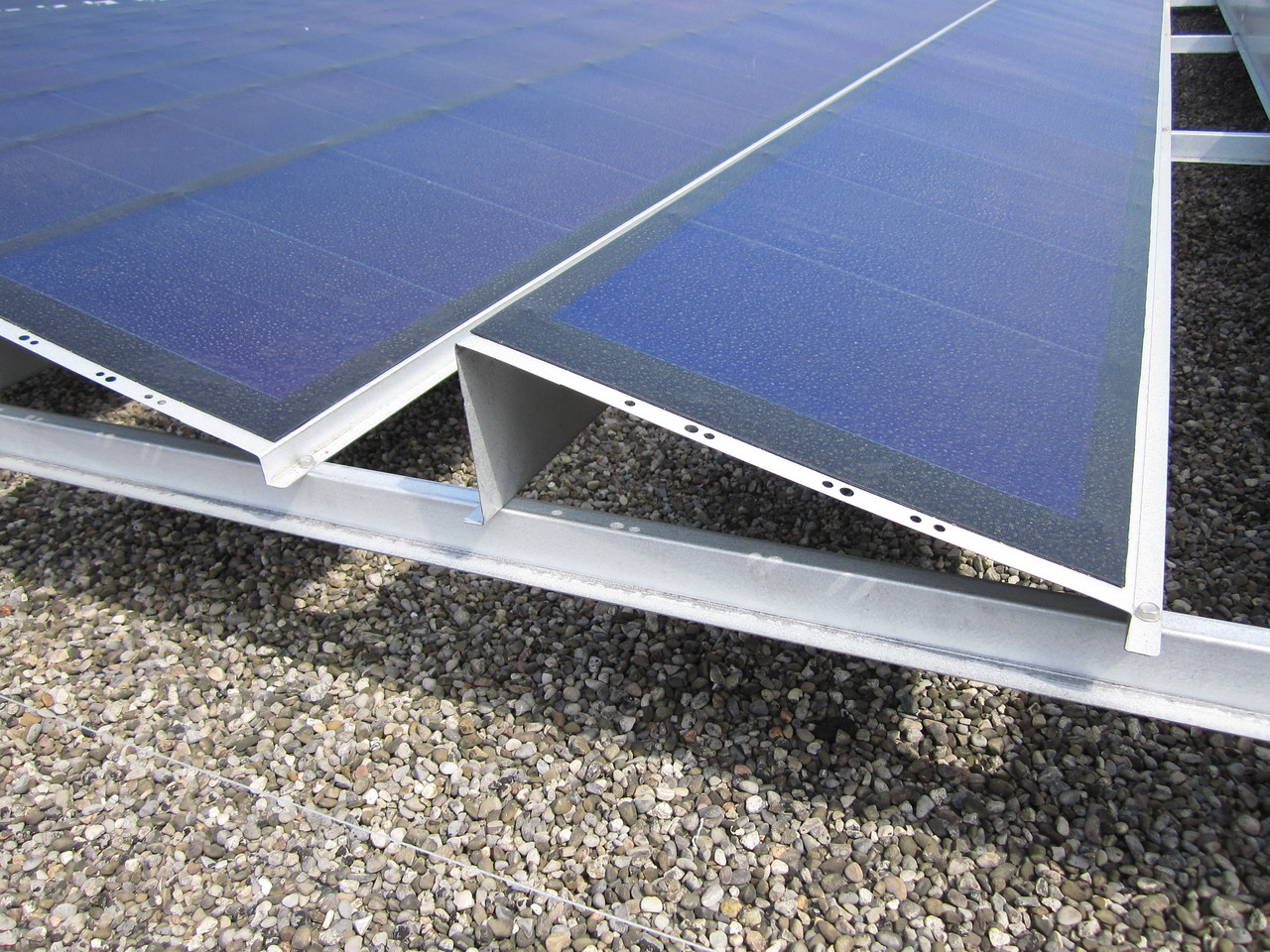 Close up of the Uni-Solar Power Tilt mounting.