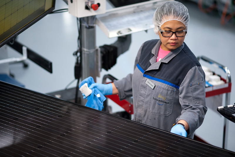 "SolarWorld East manufacturing, 5 bus, 72 cel, and fresh employee shots Friday 8/12/16. © 2016 SolarWorld /  <a href=""http://www.fredjoephoto.com"">http://www.fredjoephoto.com</a>"
