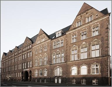 Ost-West-Fassade Rathaus Solingen - Baujahr 1898 1935 hat die Stadt das Gebäude von der Firma WKC erworben. Zahlreich An- und Umbauten. Solingen 2008