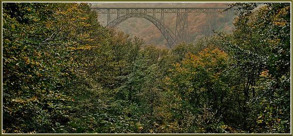 Müngstener Brücke - 2008  Im Herzen der Finsternis