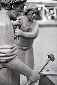 Klingenschmieddenkmal von Henryk Dywan, Alter Markt - Solingen 2012