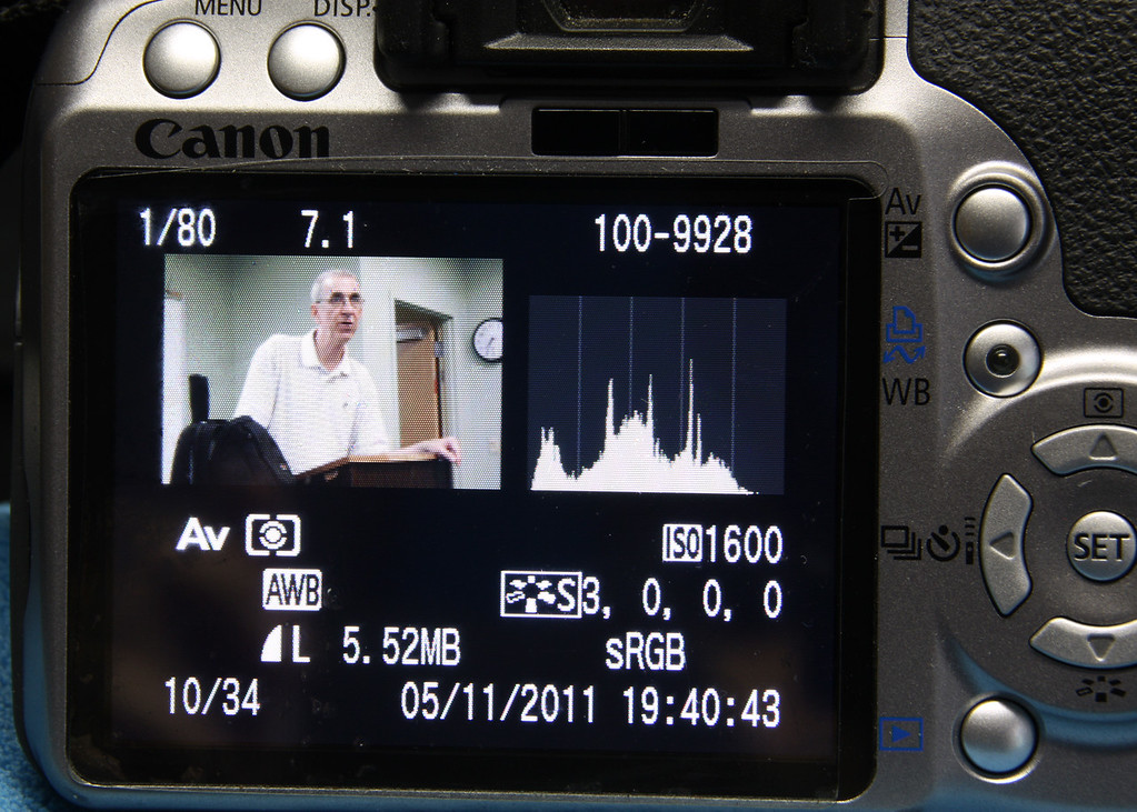 "EXPOSURE COMPENSATION AND HISTOGRAM  <a href=""http://www.youtube.com/watch?v=CklsTOmyVrE"">http://www.youtube.com/watch?v=CklsTOmyVrE</a>"