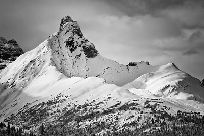 Hilda Peak as seen from the Parker's Ridge parking lot, Banff National Park