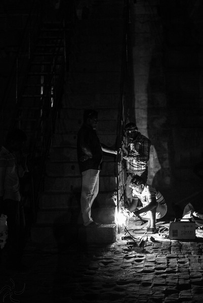 Tamil Nadu - Thanjavur - welding at night in Big Temple