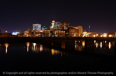 015-city_skyline_night-dsm-16dec04-6337