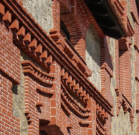 """""""Casa Miñana, El Escorial"""" - Construida a principios del siglo XX en ladrillo y granito (bastante típico en esta zona y época) fue restaurada recientemente y ahora se dedica a centro cultural. Puedes ver el edificio completo pinchando <a href=""""http://www.rancho-k.com/gallery/8114088_Bxeqt#584521591_6KoUG"""">AQUI</a>  """"Casa Miñana, El Escorial"""" - Built in early XX century with brick and granite (typical in this area in those times) was recently restored and is now used as a cultural centre. You can see the whole building by clicking <a href=""""http://www.rancho-k.com/gallery/8114088_Bxeqt#584521591_6KoUG"""">HERE</a>"""