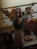 """Flores en la mesita de cristal que está junto al sofá""  (Nota: Los que tuvisteis curiosidad sobre el fondo del diente de león de ayer, la foto la hice <a href=""http://www.rancho-k.com/gallery/8114088_Bxeqt#590822393_to3RZ"">AQUI</a>)  ""Flowers on the little glass table next to the sofa"" (Note: For those curious about yesterday's dandelion background, the photo was taken <a href=""http://www.rancho-k.com/gallery/8114088_Bxeqt#590822393_to3RZ"">HERE</a>)"