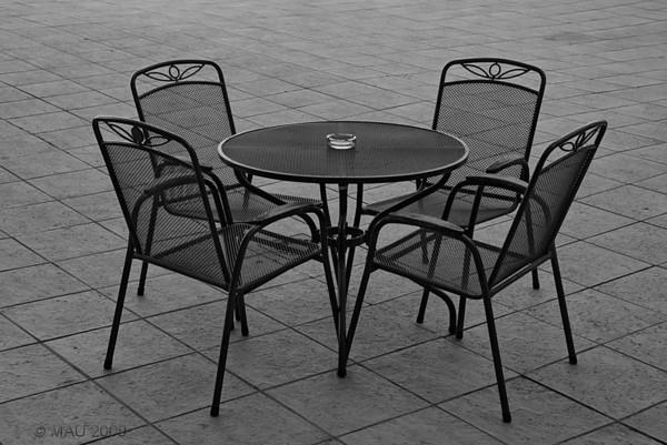 """""""Una Mañana en el Hospital (III): Mi Mesa"""" - Hacía una mañana preciosa y decidí desayunar en la terraza al aire libre, a la sombra y con buenas vistas. Esta fue la mesa que elegí. (Como casi siempre, las fotos se ven mejor a tamaño grande.)<br /> <br /> """"One Morning in the Hospital (III): My Table"""" - It was a beautiful morning and I decided to have breakfast in the outside area, on the shade and with nice views. This was the table I chose. (As with most pictures, better if seen at larger sizes.)"""