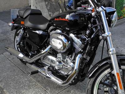 """27-12-2010  """"¿Sabéis de algún 'crack' para esta Harley?"""" - Es que me gusta mucho más que la bicicleta que tengo, pero el precio... ;-)  """"Do you know of a 'crack' for this Harley?"""" - It's because I like it much more than the bicycle I have, but the price... ;-)"""