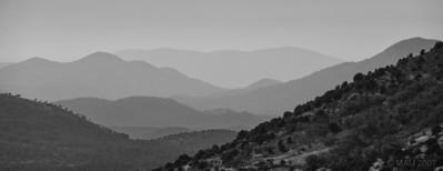"""20-12-2010  """"Montañas de cartón"""" - Me recuerdan al decorado de un teatro. Mejor vista a tamaño grande.  """"Cardboard mountains"""" - They remind me of the scenery in a theatre. Best viewed at large size."""