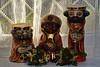 """05-01-2010  """"Mañana es Día de Reyes"""" - Si, mañana es el Día de los Reyes Magos que, como seguramente sabéis, es el día en que en España se intercambian los regalos y es el final de las fiestas  Navideñas. Más información sobre costumbres y tradiciones del Día de Reyes en diferentes países, <a href=""""http://es.wikipedia.org/wiki/Reyes_Magos#Costumbres_relacionadas_con_los_Reyes_Magos"""">AQUI</a>. Estas figuras de los Reyes las compramos en Aracena (Huelva) hace muchísimos años y, desde entonces, las tenemos en la ventana del comedor. La figura más alta tiene 27 cm.  """"Tomorrow is Three Kings Day"""" - Yes, tomorrow is the The Day of the Kings which, as you may know, is when we exchange gifts in Spain and marks the end of the Holiday Season. More information about local customs and traditions in different countries <a href=""""http://en.wikipedia.org/wiki/Epiphany_%28holiday%29#Local_customs"""">HERE</a>. We purchased these figures pf the Kings in Aracena (Huelva - Spain) many many years ago and, since then, they have been sitting in our dining room window. The tallest figure is 27 cm high."""