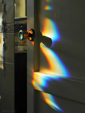 """03-Feb-2012<br /> <br /> """"Tenía que hacerla"""" - Como digo en la descripción de la galería, no hago muchas fotos últimamente, más bien pocas. Pero hace unos días pasé por delante del """"baño de las chicas"""" y me encontré esto. El sol entraba un poco por la ventana, daba en un espejo, se reflejaba y ...<br /> <br /> """"I had to take it"""" - As I say in the description of this gallery, I'm not taking many shots lately, actually hardly any. But a few days ago I went by """"the girls bathroom"""" and I found this. The sun was entering the window, hitting on a mirror and..."""